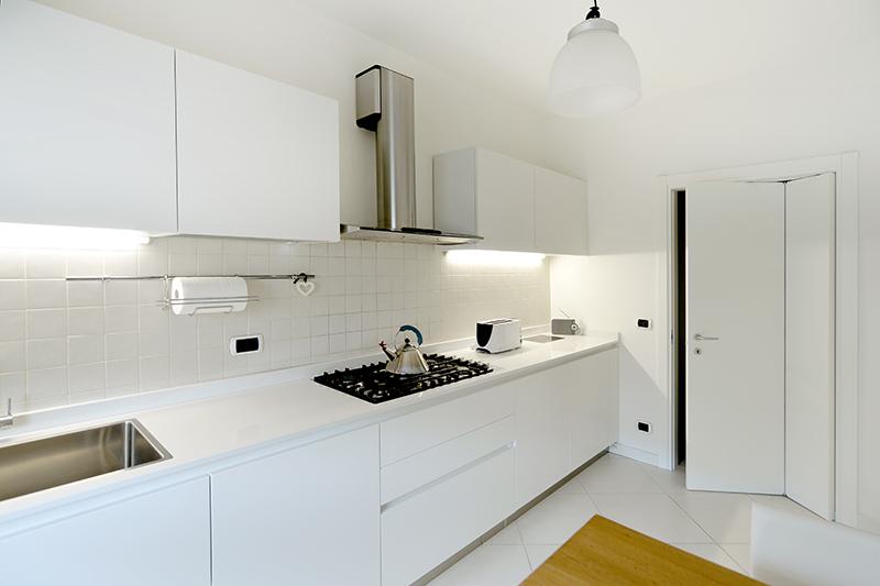Arredo cucina in abitazione privata belluno - Cucine total white ...