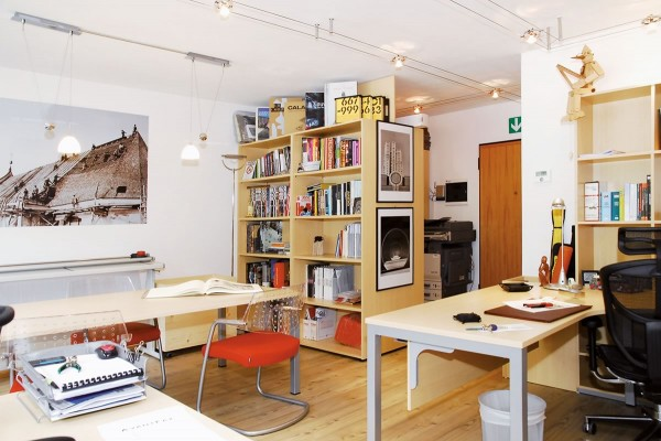 Arredamento negozi allestimento musei arredo urbano e for D urbano arredamenti